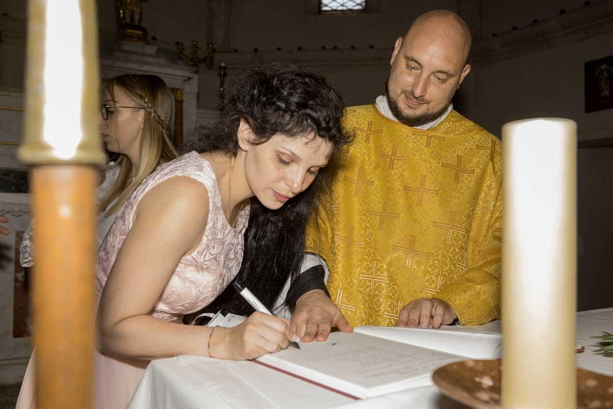 bapteme-religieux-var-catholique-ceremonie-bebe-enfant-saint-maximin-paca-provence-paca-photo-photographe-reportage-eucleia-saint-maximin-frejus-toulon-aix-provence