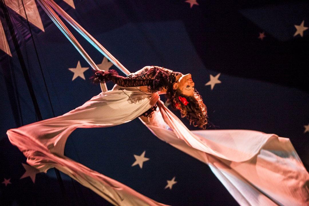 Circus-circassian-acrobat-acrobatics-photo-photographer-professional-eucleia-sylvie-berthoz-marseille-france-south-of-aix-toulon-nice