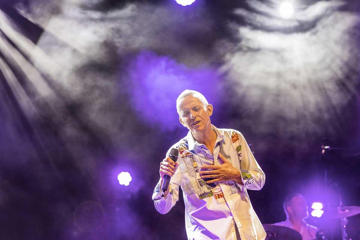concert-musique-musicien-michel-fugain-photo-photographe-reportage-toulon-aix-provence-eucleia-marseille-lyon-france
