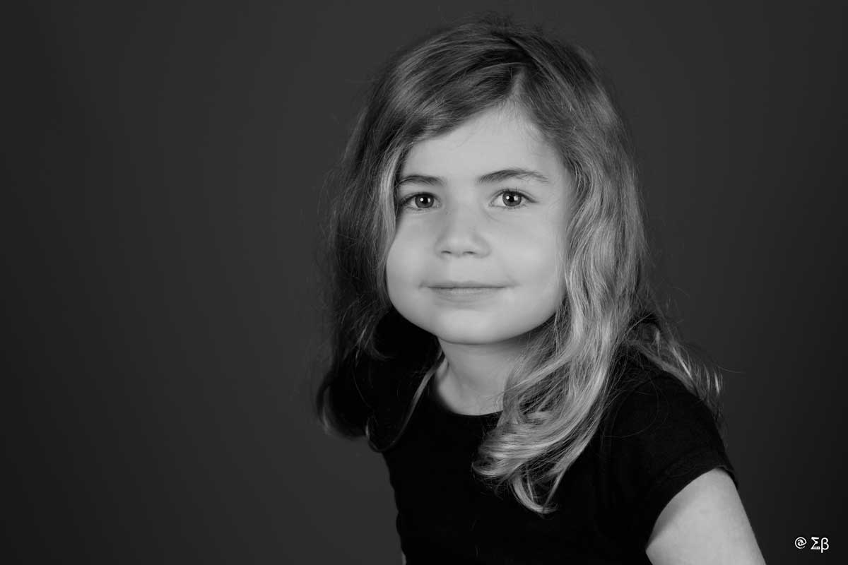 portrait studio fille enfant noir blanc fine art saint maximin brignoles